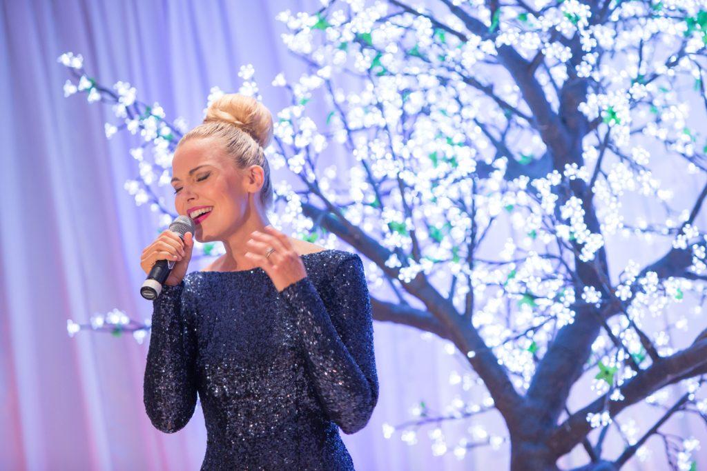 Andrea Allumay Cairns singer